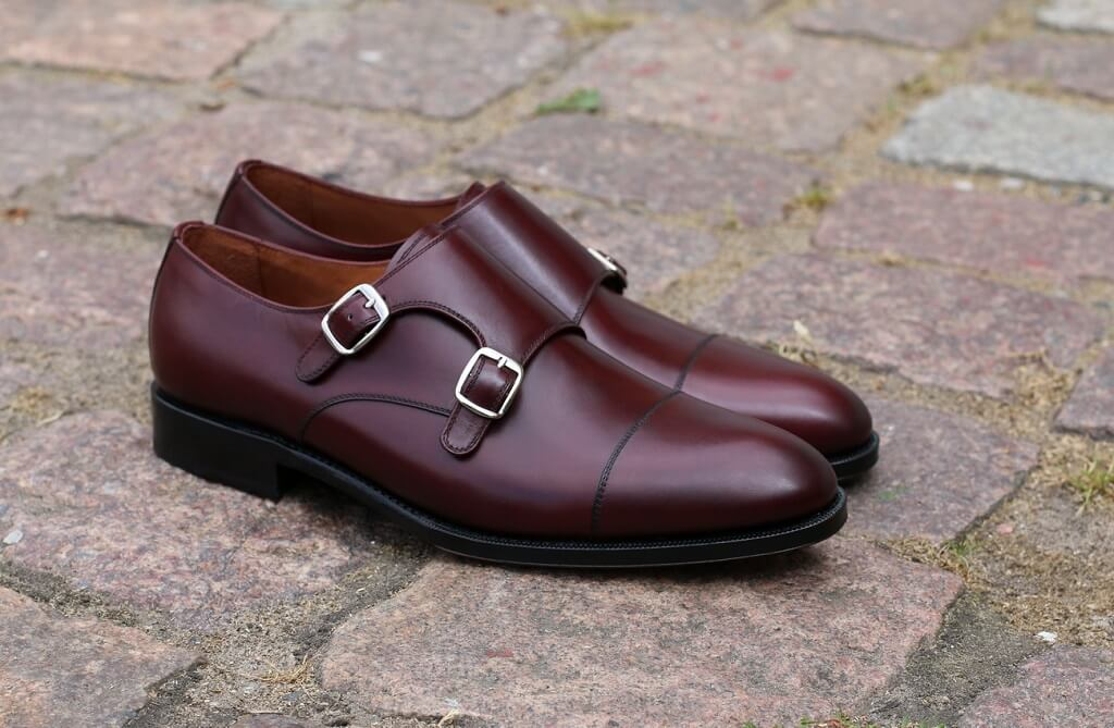 skórzane obuwie typu brogs